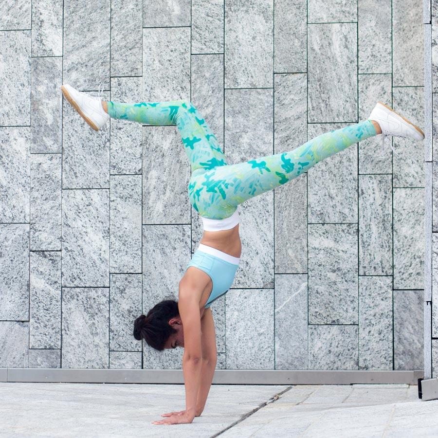 Legging handstand